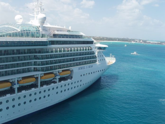 jewel of the seas at anchor